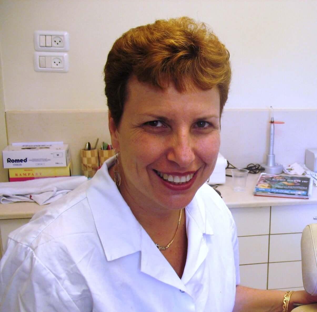 """ד""""ר מירי ישראל – רופאת שיניים"""